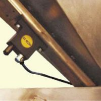 Vibrador de Bola MARTIN<SUP>®</SUP> NCB™ usado en una tolva pequeña.
