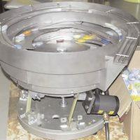 Vibrador NTS 100/01 trabajando en un alimentador de tazón en una locacion peligrosa.
